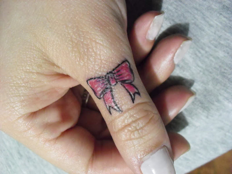 Este local recebe bem tatuagensde texto, uma palavra ou uma frase  title=