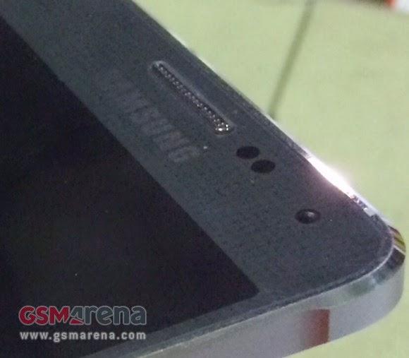 Novo foto do suposto Samsung Galaxy F