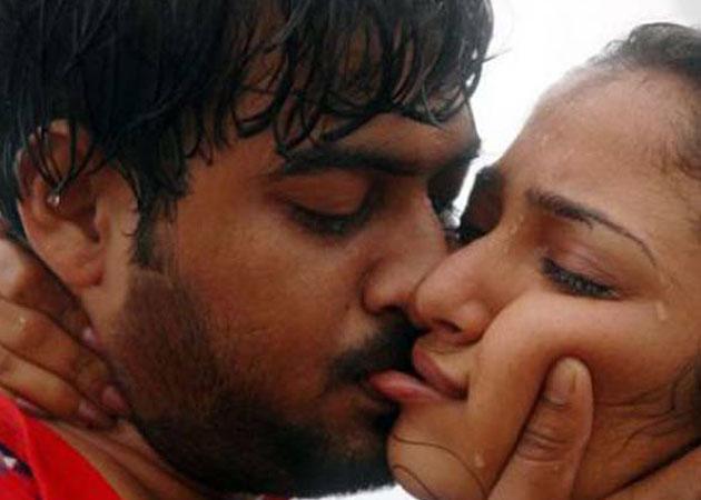 hot kisses saxy saxy photos