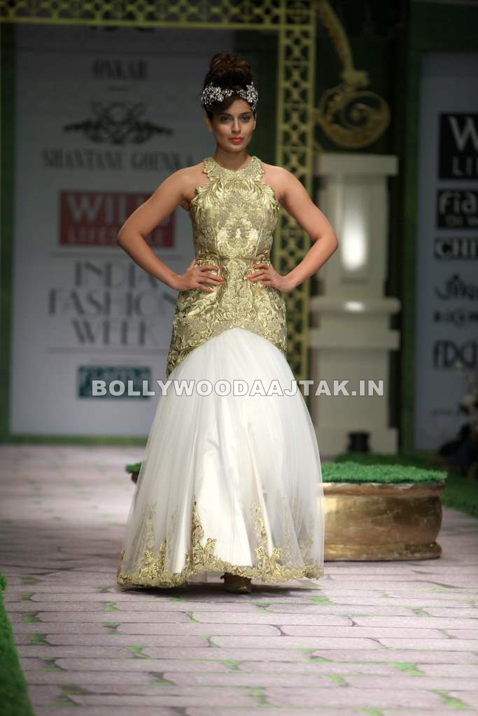 , Kangna Ranaut Walks For Shantanu Goenka At Wills Fashion Week