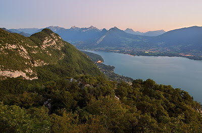 Image of the landscape around Annecy lake at dusk