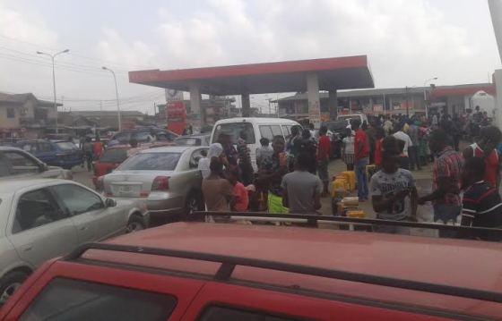 News: Fuel scarcity still lingering (photos) - Nigeria