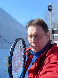 Tervetuloa sinivalkoisen taivaan alle tai Hervannan kuplahalliin tennisvalmennukseen tennistunnille