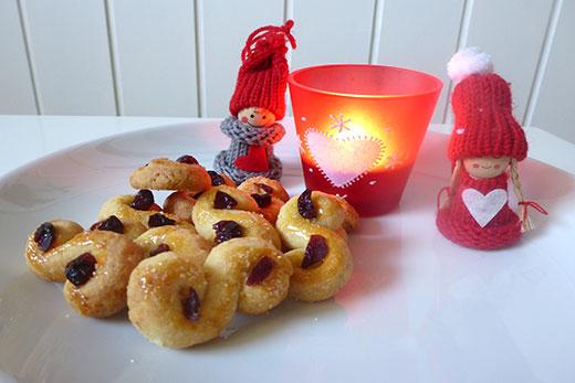 Lussekatter Schwedische WEihnachten Jul Schwedisches Weihnachtsgebäck Skandinavien Safrangebäck Weihnachtsplätzchen Rezept Blog