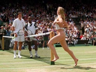 Female Golf Streaker http://photogallery-blog.blogspot.com/2012/04/hot-female-streakers-in-sports.html
