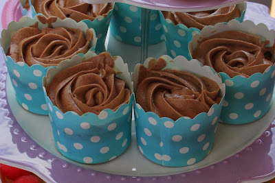 www.familyhomeblog.blogspot.com - Miss O's 1st Birthday Party - Chocolate Mud Cakes