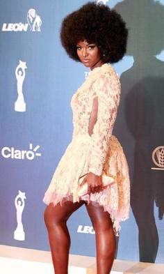 star afro femme coiffure naturelle
