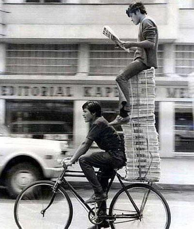 funny photos from India, newspaper boys
