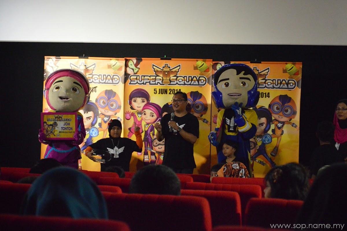 Menonton filem animasi Super Squad