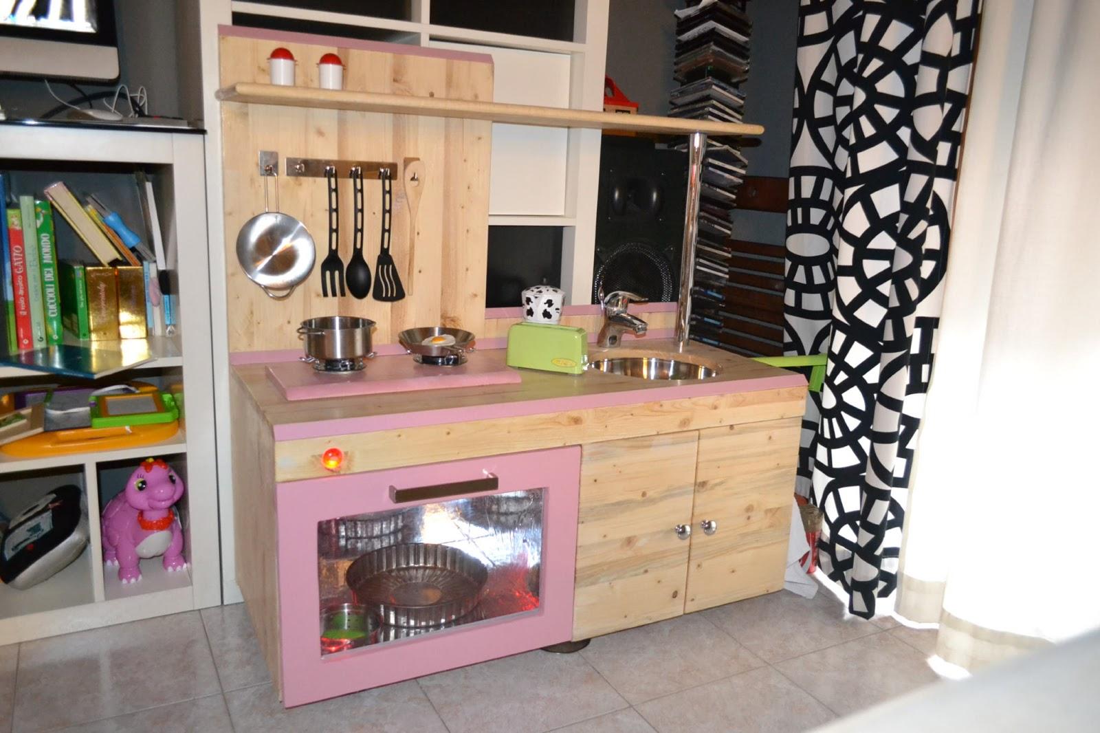 Mammarum come costruire una cucina per bambini di legno - Pomelli per cucina ...