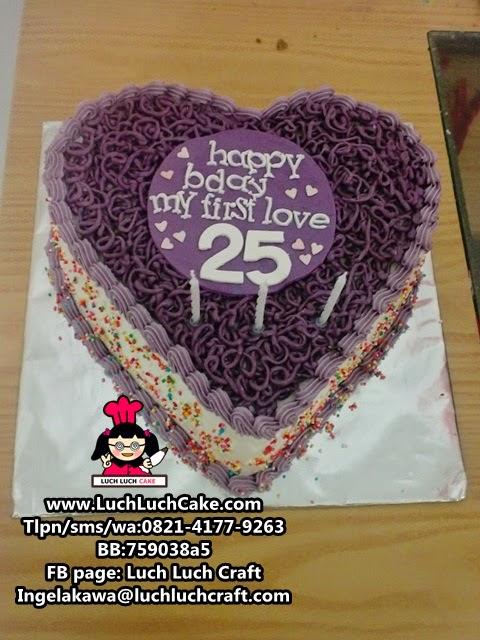 Kue Tart Love Untuk Pasangan