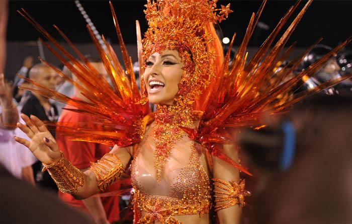 SABRINA SATO, A MUSA DO CARNAVAL_fantasia de fogo_carnaval_avenida