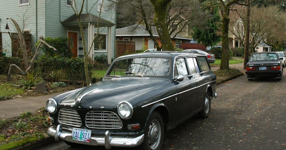 OLD PARKED CARS.: 1966 Volvo 122s.