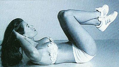 Ćwiczenia na płaski brzuch bez przyrządów. Spinanie odwrotne.