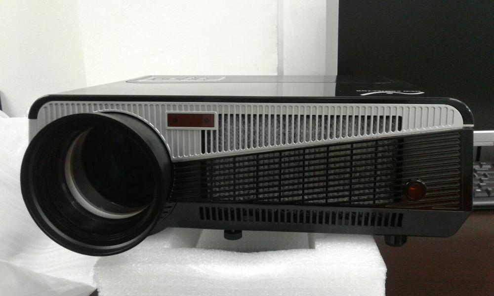 "Promo Paket Lcd New Projector + Layar Manual 84""(213cm x 213cm)"
