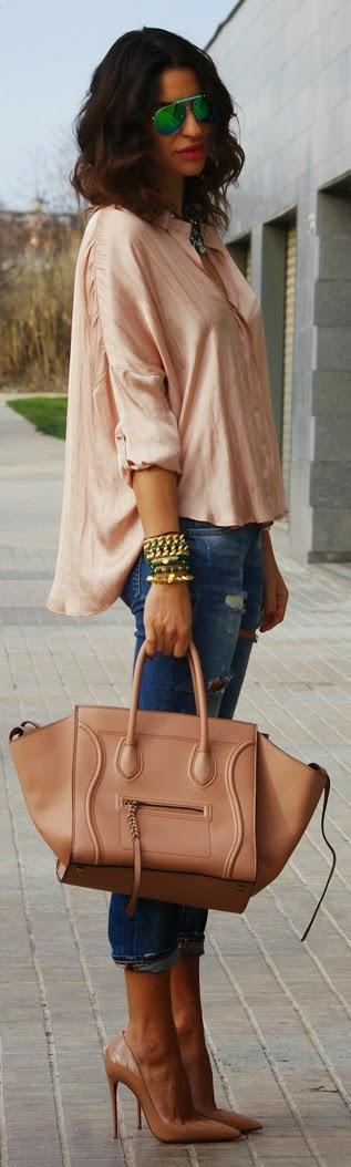 Classic Nude and Ripped Outfits | Chic Street Styles