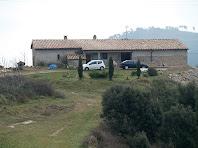 La façana de ponent de la masia de Colltinyós