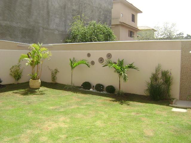 jardim quintal fundos:Os meus canteiros foram feitos com uma manta de bindim, argila em