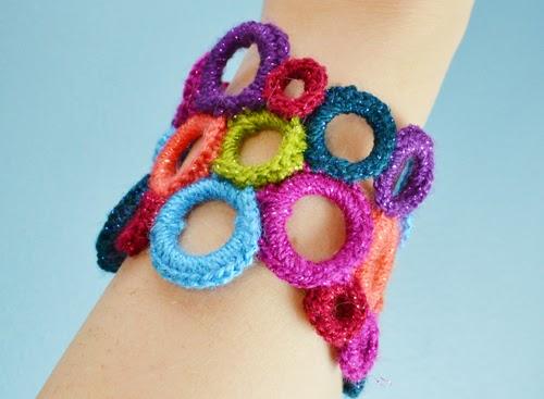 http://www.reesedixon.com/2014/02/crochet-circle-cuff.html