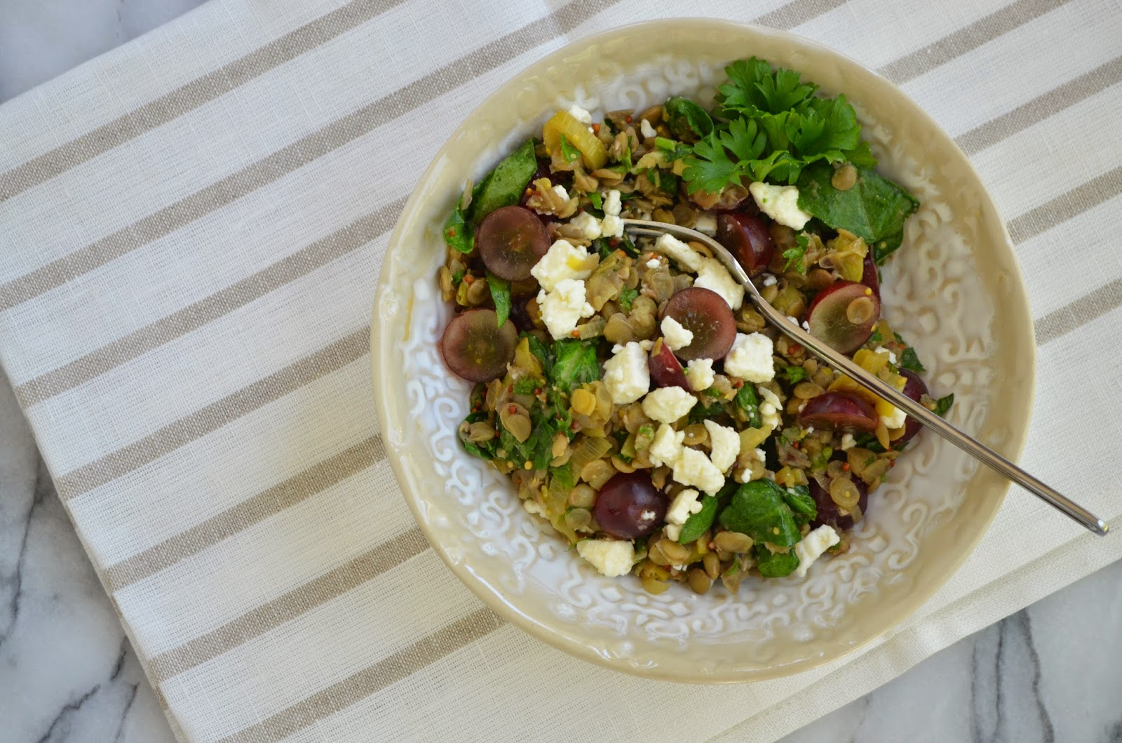 Lentil, Spinach and Grape Salad - Smell of Rosemary.