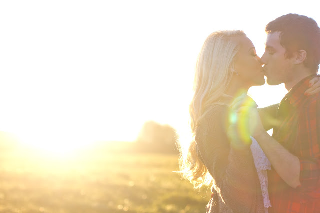 couple kissing with sunflare