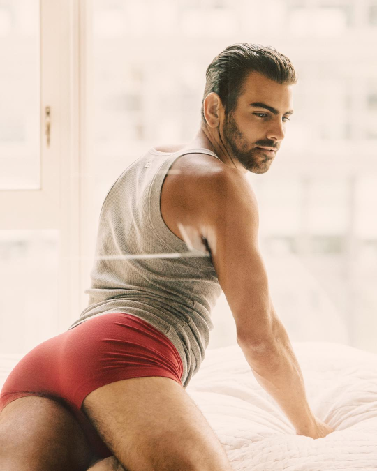 nyle+dimarco+culo
