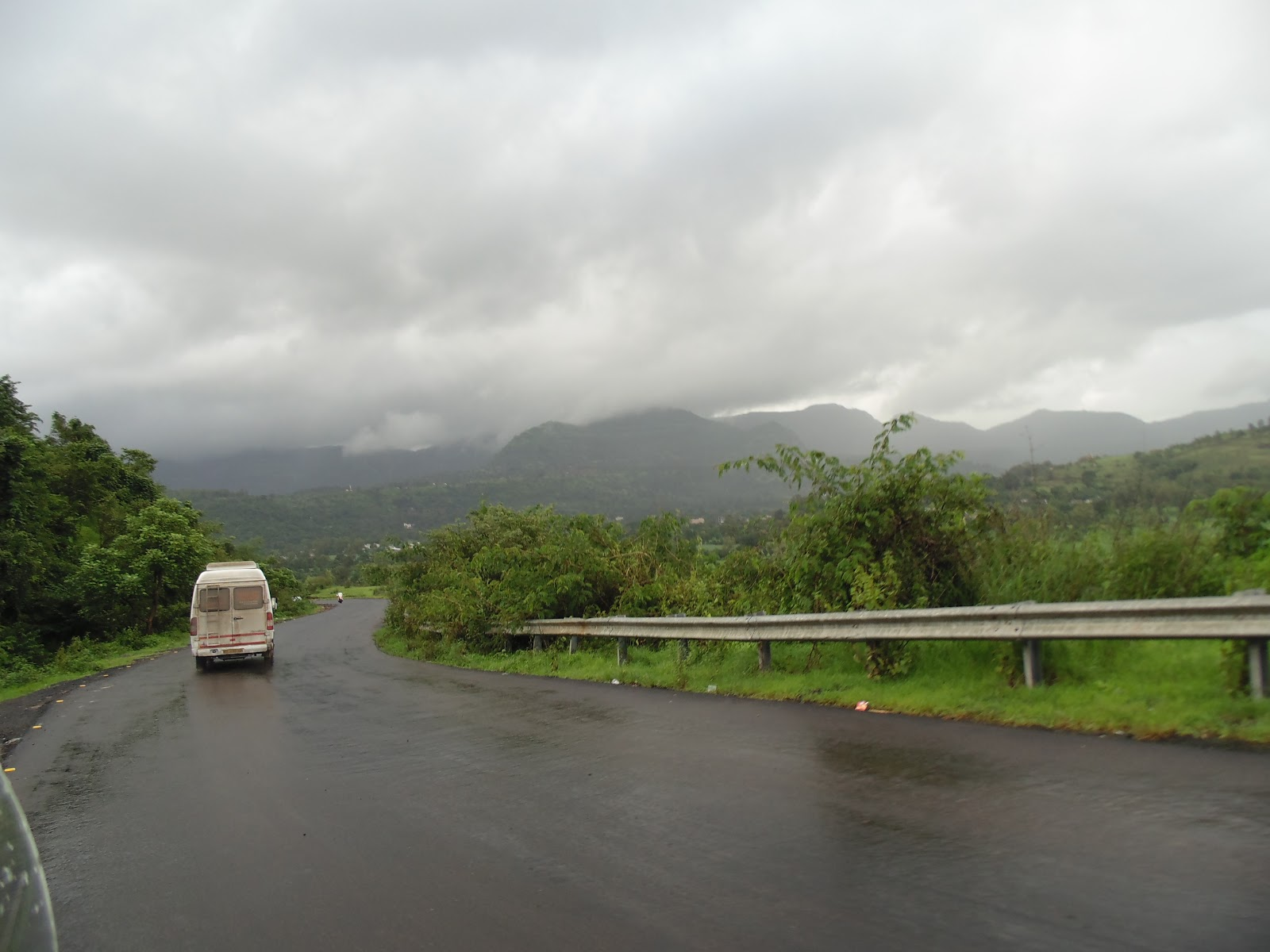 Best picnic spot near Mulshi Dam in Rainy season