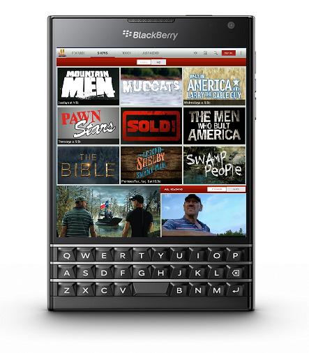 Los consumidores en Estados Unidos finalmente podrán obtener una BlackBerry Passport este mes cuando llegue a AT&T, la primera operadora en Estados Unidos que tendrá el dispositivo. La Passport, que ha estado disponible en línea a precio completo desde hace meses, y la BlackBerry Classic estarán a la venta en AT&T vía Internet y en sus tiendas físicas a partir del 20 de febrero, según anunció la proveedora de telefonía celular este lunes. La BlackBerry Passport, que es exclusiva para AT&T, costará US$200 con un contrato de dos años o US$650 sin contrato. La más tradicional BlackBerry Classic costará US$50