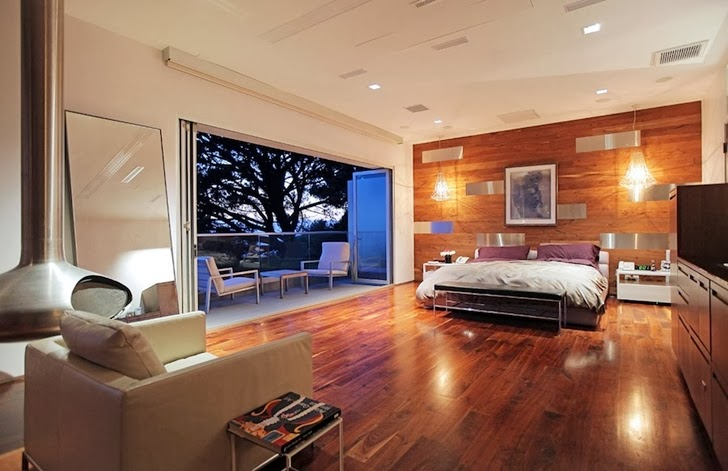 Bedroom in Modern Beverly Hills House with open interiors