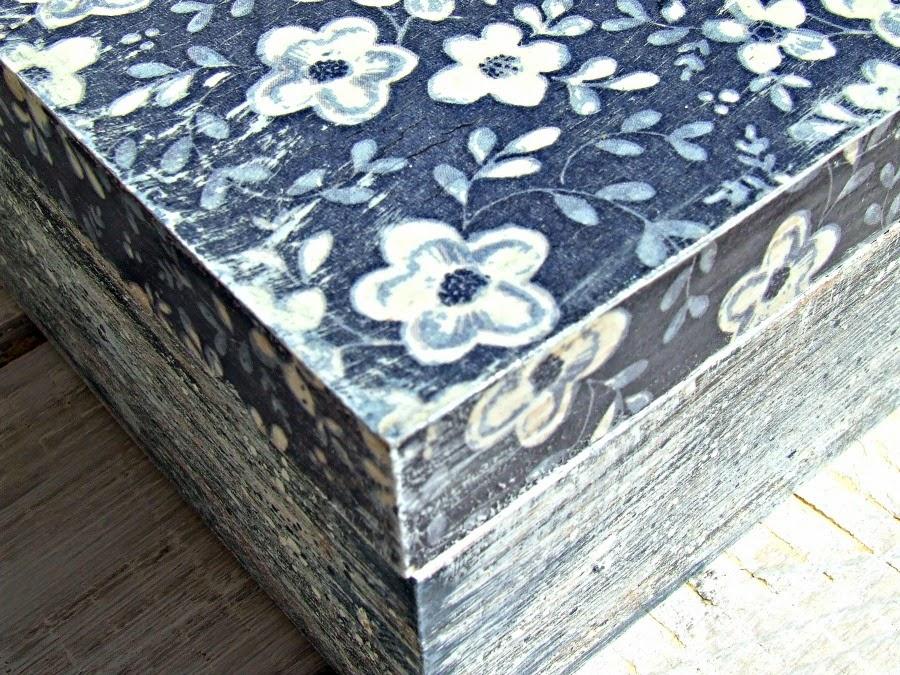 Pudełko vintage decoupage z motywem niebieskim kwiatów. Pudełko hand made by Eco Manufaktura