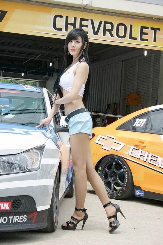 Hwang Mi Hee at CJ Super Race R2 2011