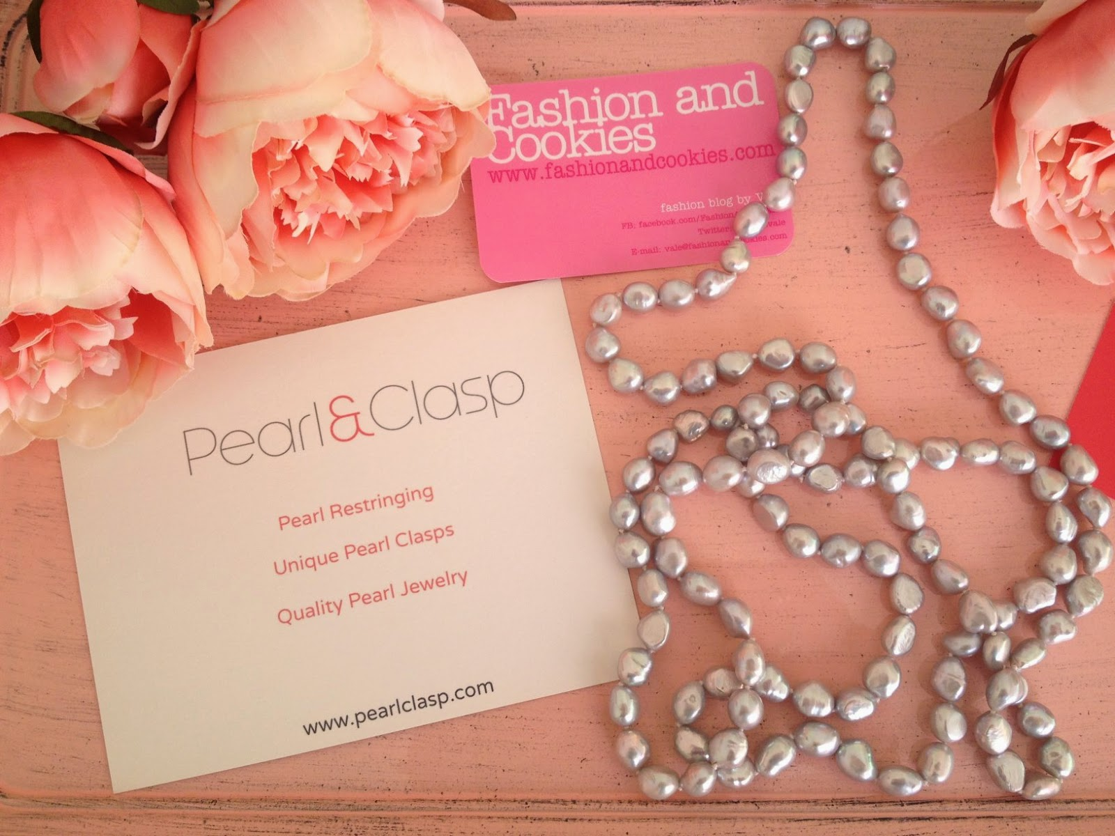 Grey pearl necklace found on Pearl & Clasp and reviewed on Fashion and Cookies fashion blog