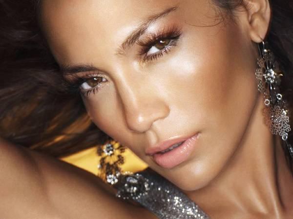 J.Lo Skin-Glow effect
