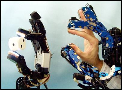http://3.bp.blogspot.com/-xvGOq1fjsV0/Tah8NZqJgSI/AAAAAAAAAAM/pk-lfmJwSWk/s1600/guantes-ciberneticos.jpg