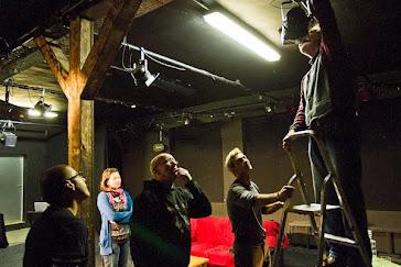 24 de Noviembre en la Brotfabrik Bühne. Poniendo luces para Una hora sin televisión