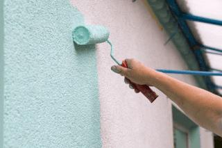 Cara menghindari dan mengatasi cat tembok rumah mengelupas