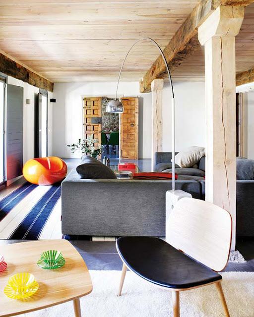 Arco Bogenleuchte mit Marmorfuß für flexible Beleuchtung im Wohnzimmer