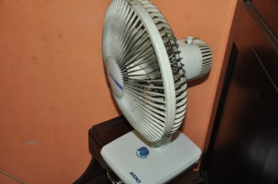O ventilador ficou com marcos de fuligem