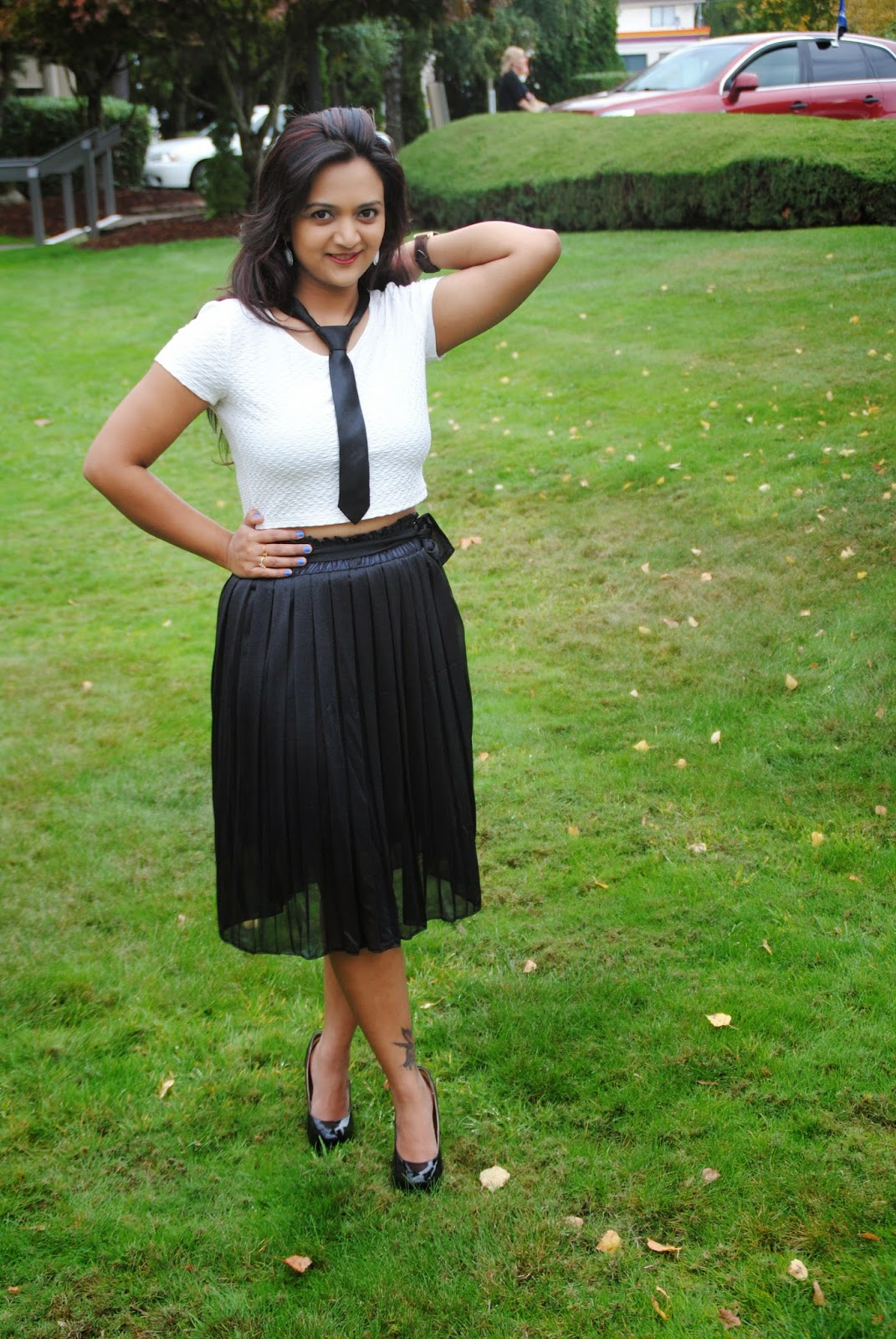 How to style a black skirt in different wyas, Ananya in a skirt, Ananya Kiran, Styling tips for Indian Women, Black skirt with white top, style tips for fall