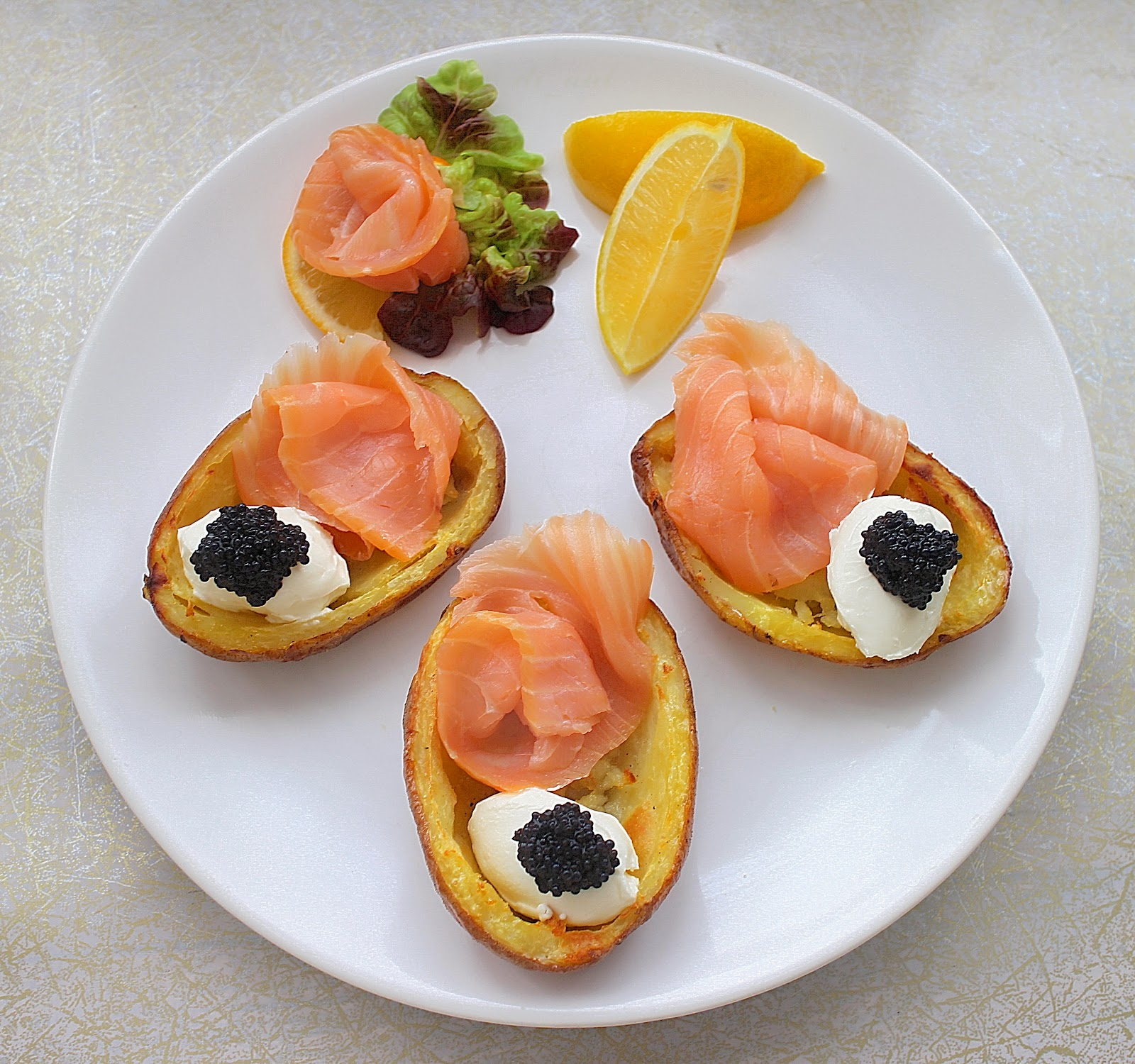 ... potato chip canapes smoked salmon creme fraiche and caviar potato