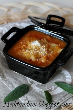 pasta e fagioli (con stracci di pasta al rosmarino)