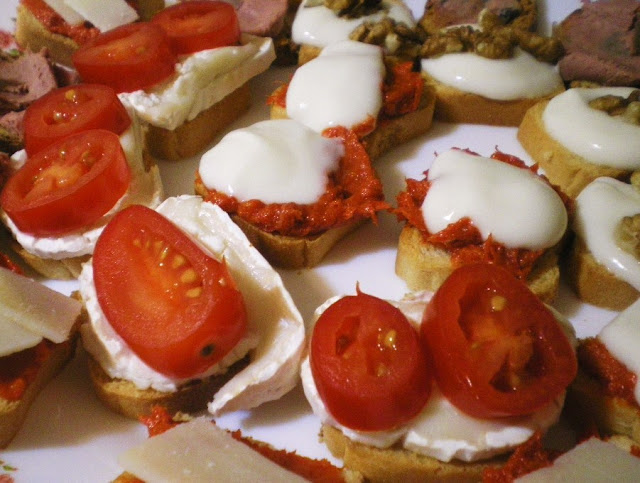 tomato and cheese tapas