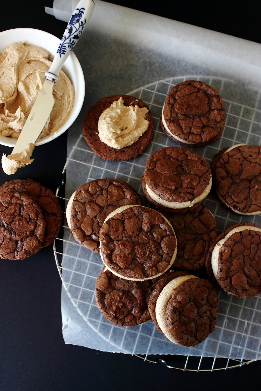 Brownie koekjes met pindakaasvulling