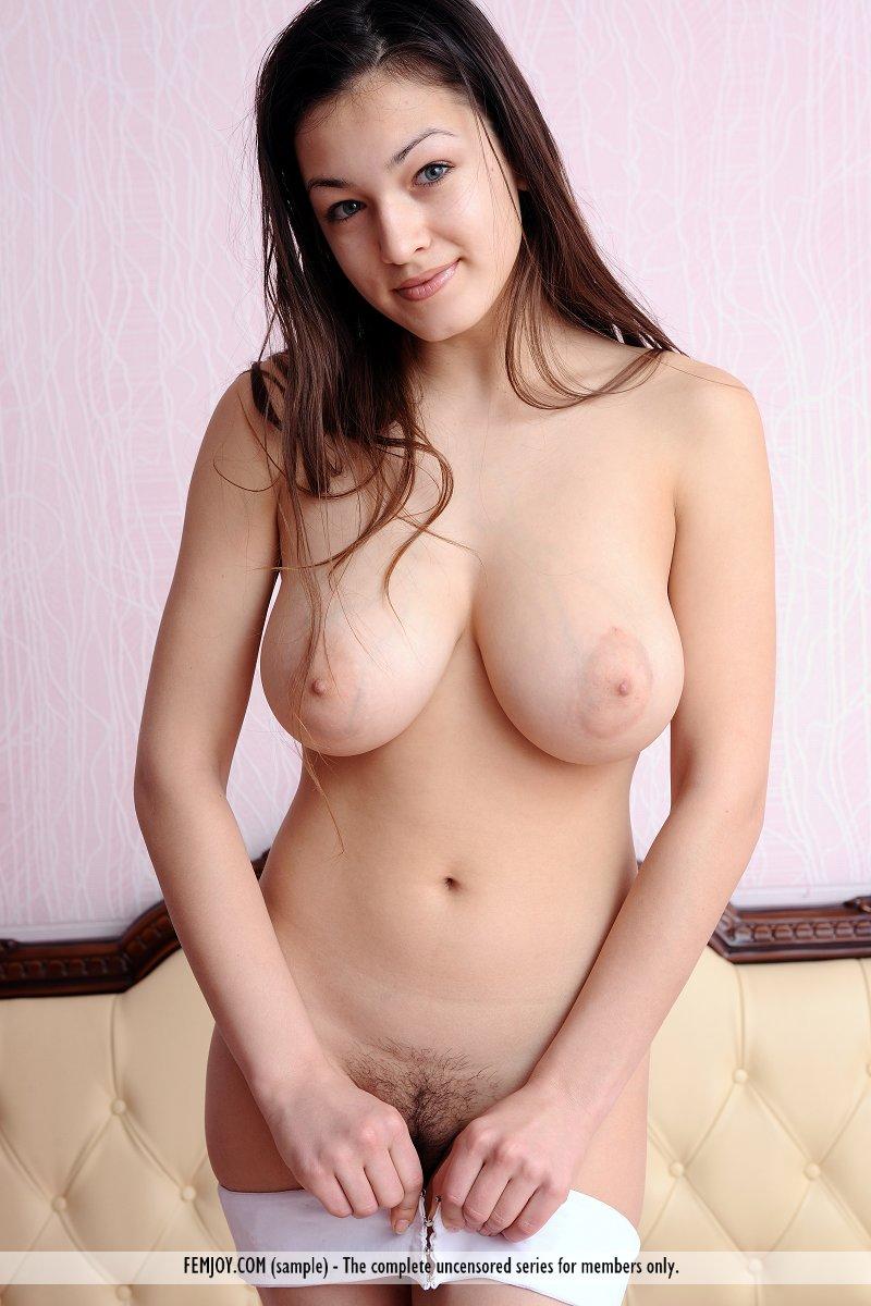 Guapa Nenota Tremendota Que Sin Pensarlo Ense A Su Cuerpo Desnudo