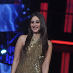Kareena Kapoor Sexy On The Sets Of 'Bigg Boss' Season 6 [Part 2]