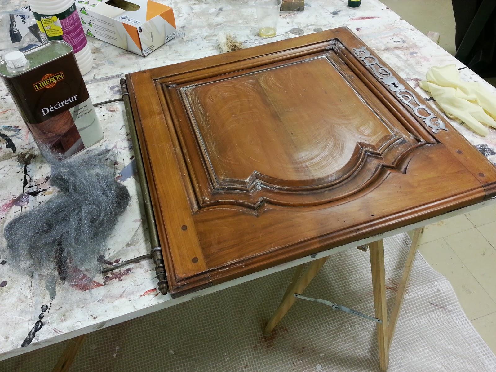 peinture sur meubles les tapes pour une finition patin cours de. Black Bedroom Furniture Sets. Home Design Ideas