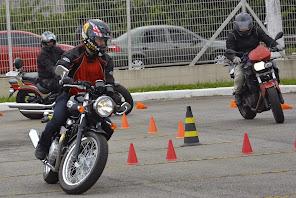 Venha conhecer os limites que sua moto pode lhe dar em situações de emergência