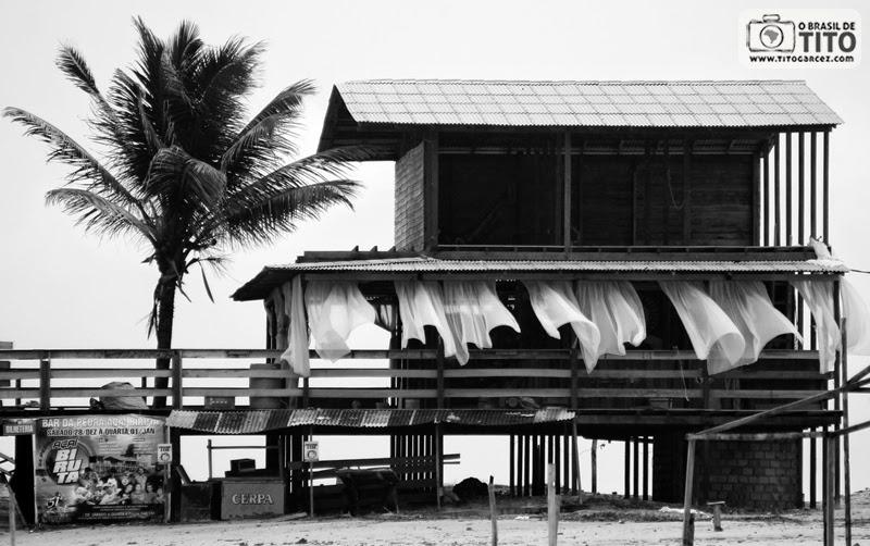 Bar das Pedras na praia da Princesa, na ilha de Maiandeua (Algodoal), no Pará