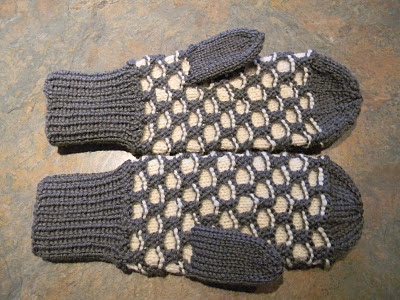 Knitting Pattern For Childs Newfie Mittens : FREE KNITTING PATTERN FOR HONEYCOMB MITTENS - VERY SIMPLE FREE KNITTING PATTERNS