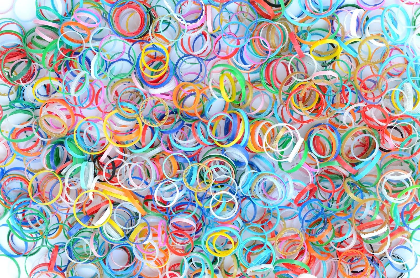 riciclo creativo; ghiere delle bottiglie